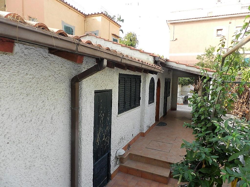 Soluzione Indipendente in vendita a Santa Marinella, 2 locali, zona Località: Maiorca, prezzo € 95.000 | CambioCasa.it