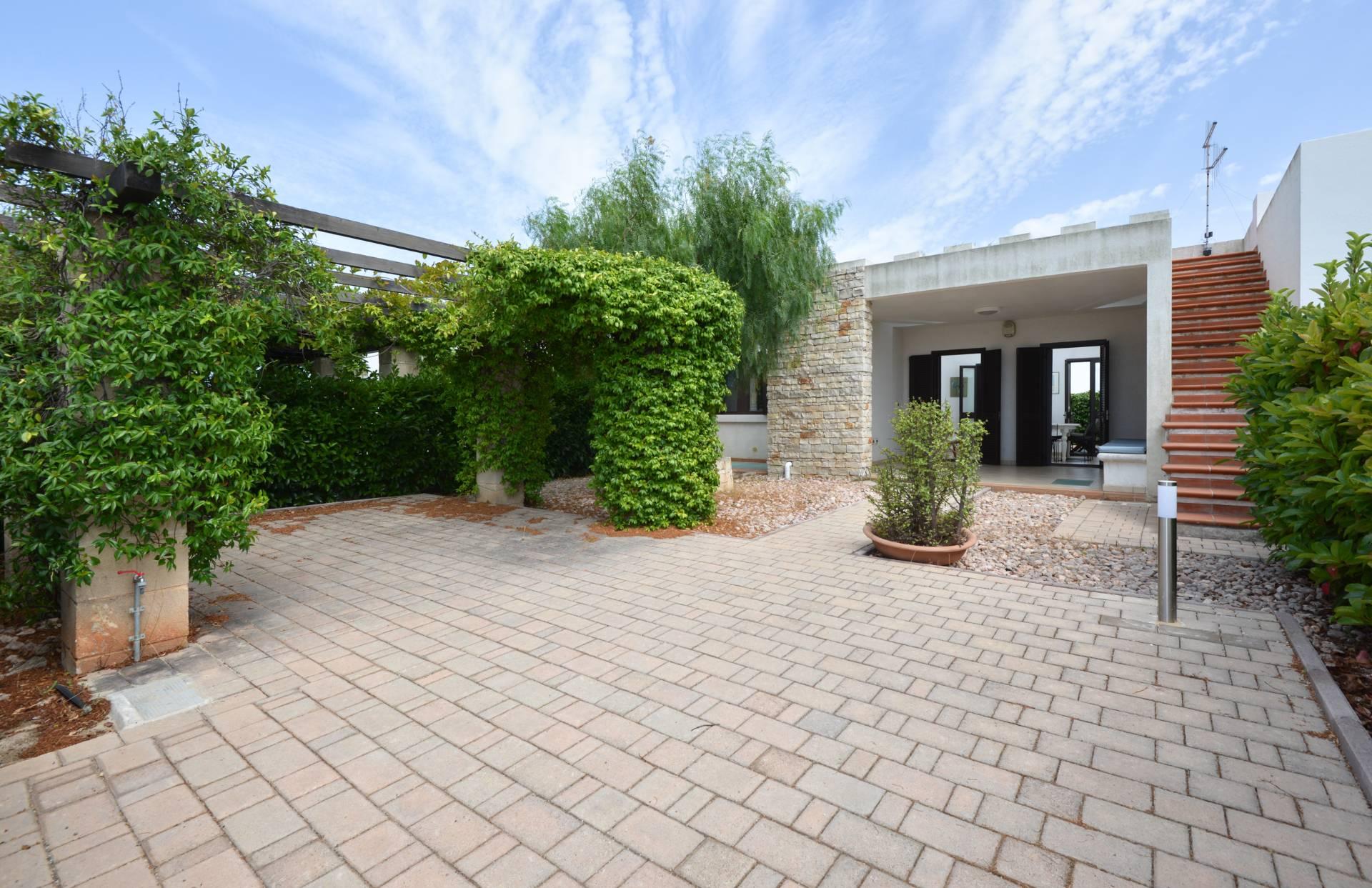 Villa in vendita a Ostuni, 5 locali, prezzo € 225.000 | CambioCasa.it