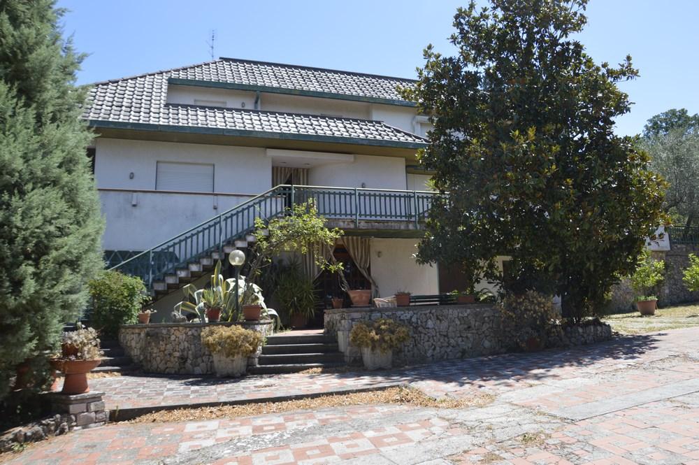 Villa in vendita a Terni, 14 locali, prezzo € 440.000 | CambioCasa.it
