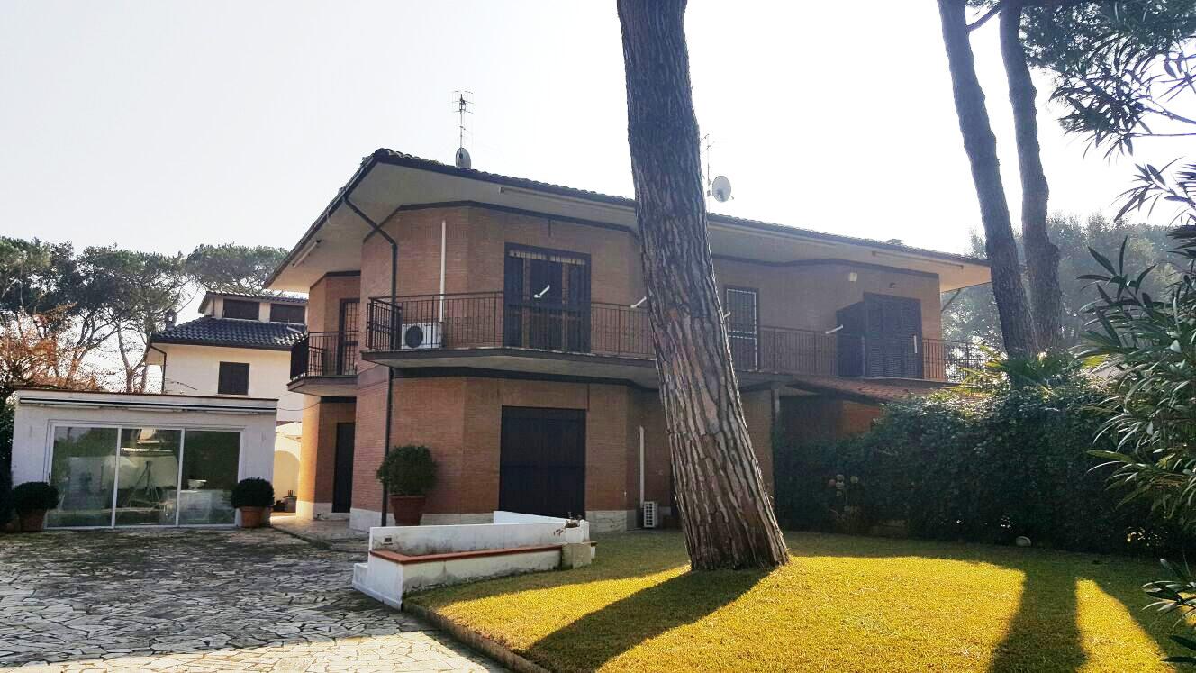 Villa in vendita a Fondi, 4 locali, zona Località: SaltodiFondi, prezzo € 450.000 | CambioCasa.it