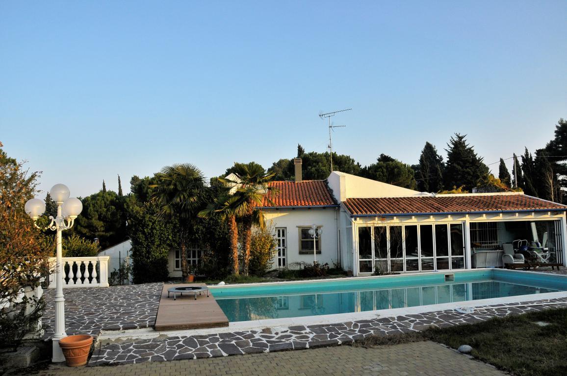 Villa in vendita a Misano Adriatico, 9 locali, zona Zona: Scacciano, prezzo € 1.550.000   CambioCasa.it