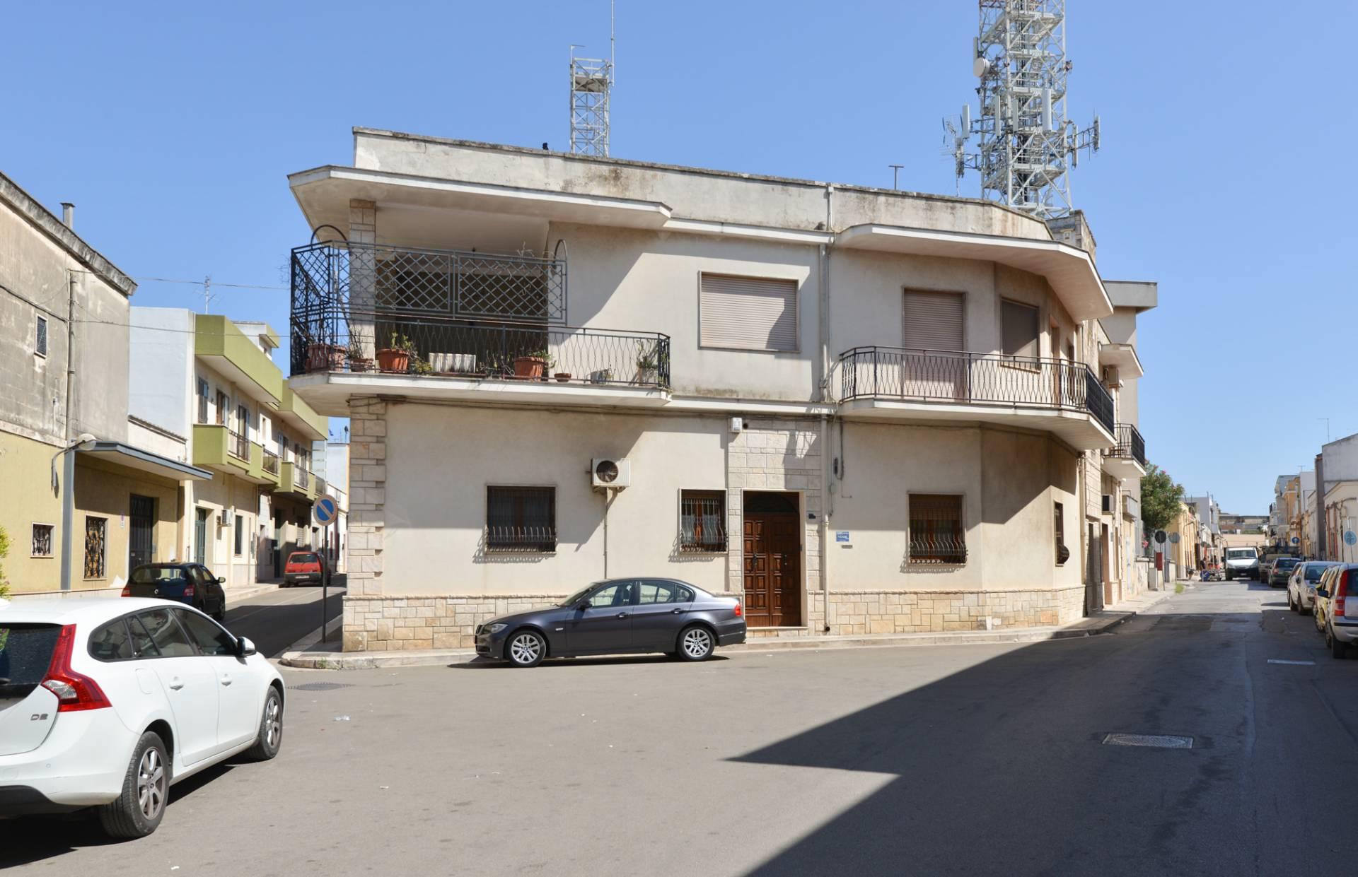 Appartamento in vendita a Mesagne, 7 locali, prezzo € 150.000 | CambioCasa.it