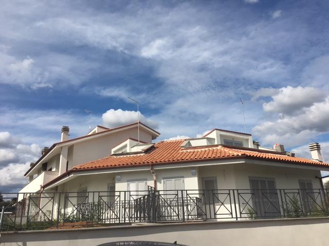 Villa in vendita a Civita Castellana, 5 locali, prezzo € 155.000 | CambioCasa.it