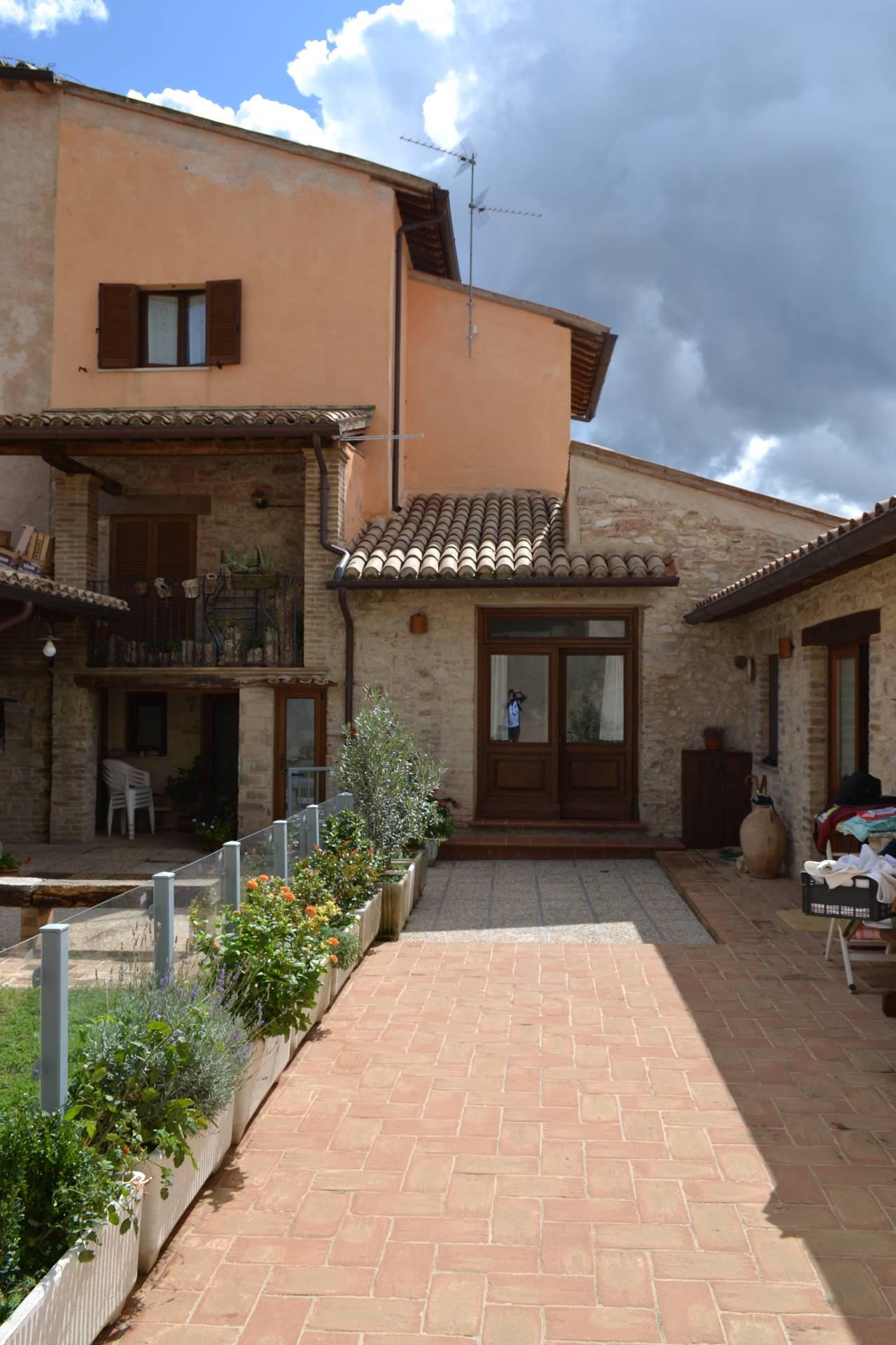 Appartamento in vendita a Giano dell'Umbria, 3 locali, prezzo € 115.000   CambioCasa.it
