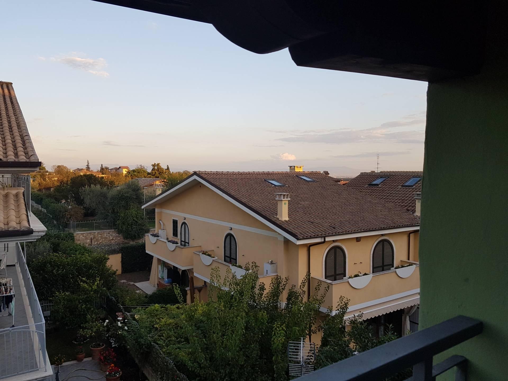 Soluzione Indipendente in vendita a Formello, 5 locali, zona Località: centrale, prezzo € 185.000 | CambioCasa.it