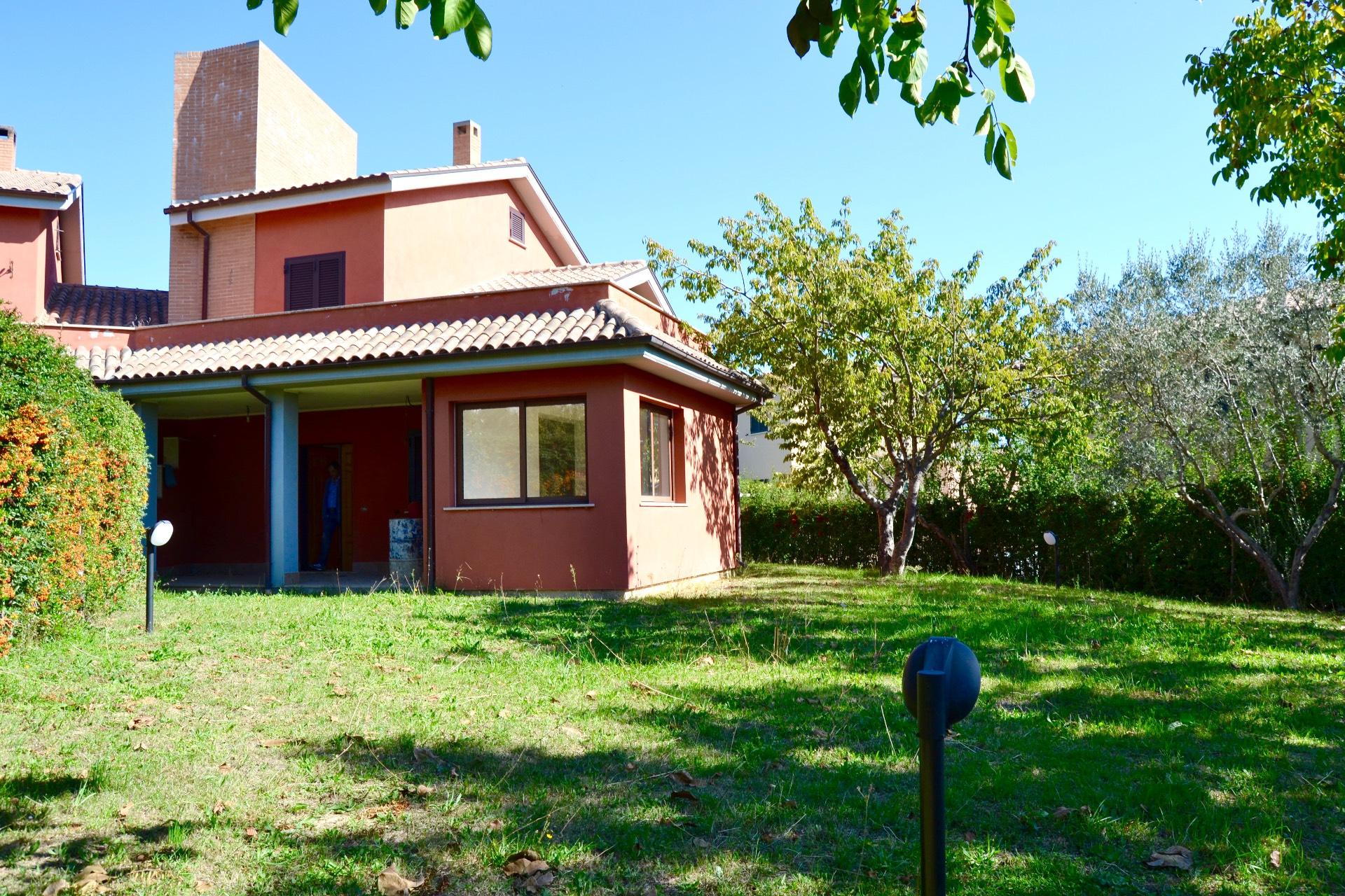 Villa in vendita a Poggio Moiano, 5 locali, zona Località: OsteriaNuova, prezzo € 275.000 | CambioCasa.it