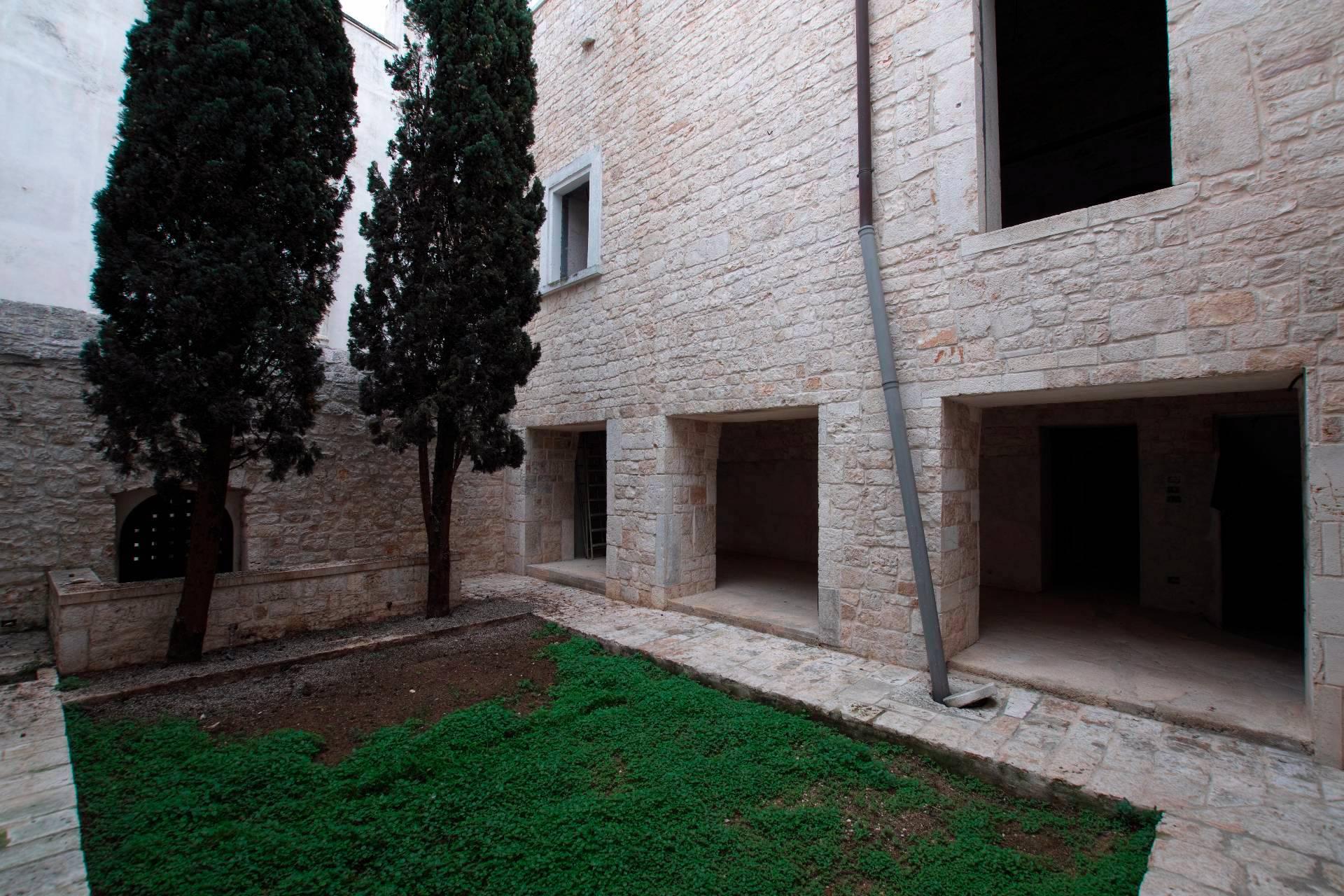 Palazzo / Stabile in vendita a Conversano, 18 locali, prezzo € 1.150.000 | CambioCasa.it