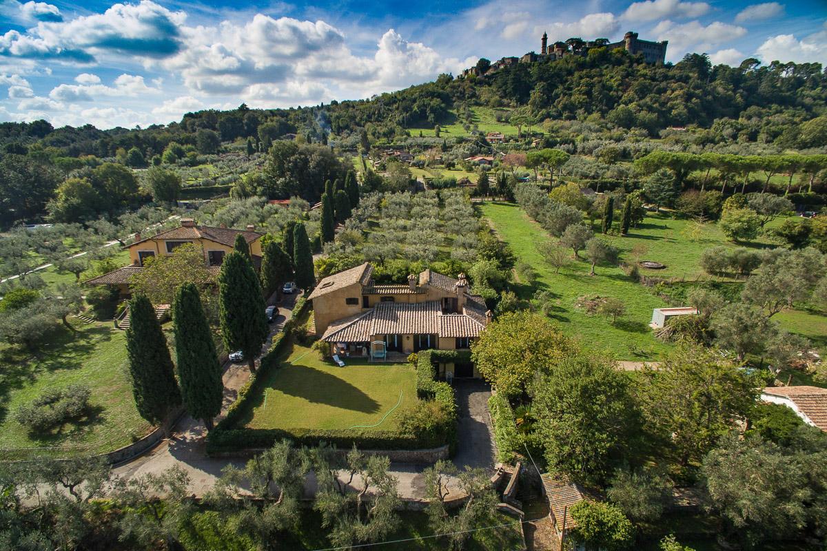 Villa in vendita a Bracciano, 20 locali, prezzo € 1.200.000 | CambioCasa.it