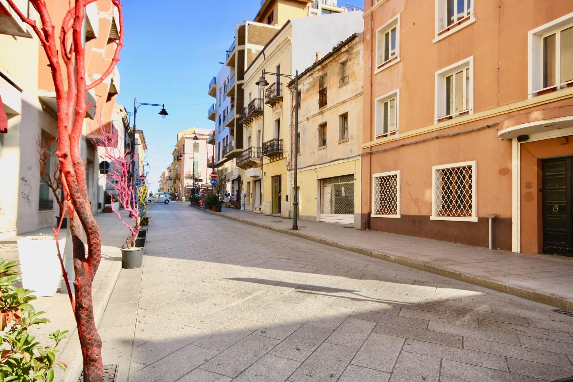 Negozio / Locale in affitto a Olbia - Porto Rotondo, 9999 locali, zona Località: Olbiacittà, prezzo € 1.600 | CambioCasa.it