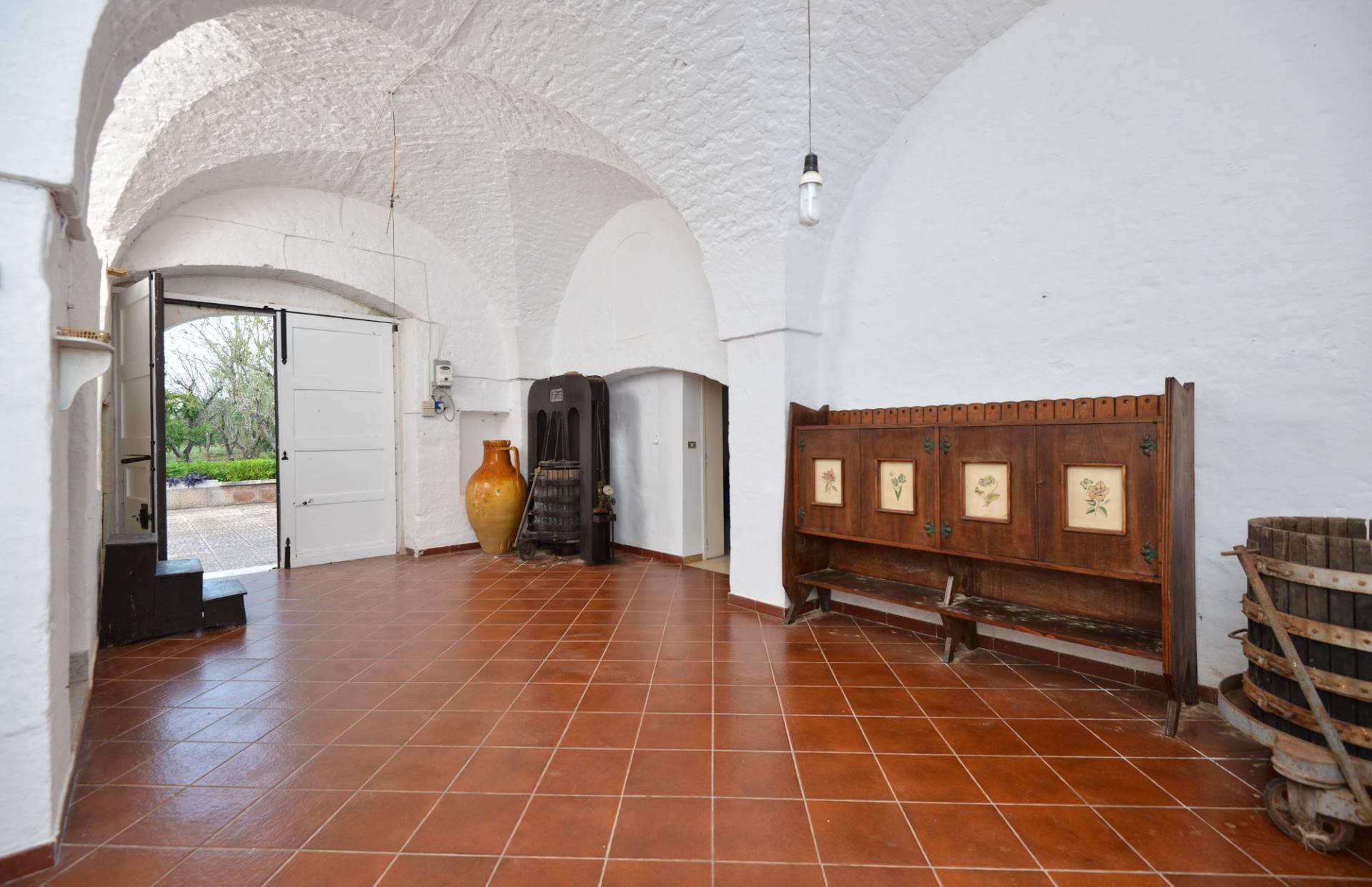 Rustico / Casale in vendita a Ostuni, 5 locali, prezzo € 180.000 | CambioCasa.it