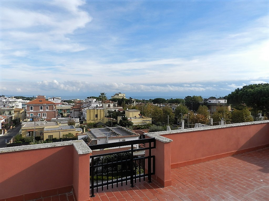 Attico / Mansarda in vendita a Santa Marinella, 3 locali, zona Località: Pirgus, prezzo € 179.000 | CambioCasa.it