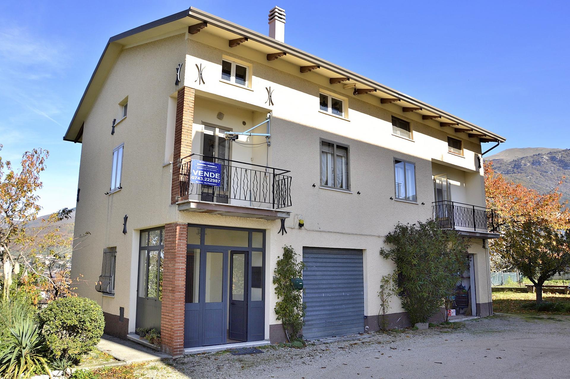 Soluzione Indipendente in vendita a Gualdo Tadino, 5 locali, prezzo € 195.000 | CambioCasa.it