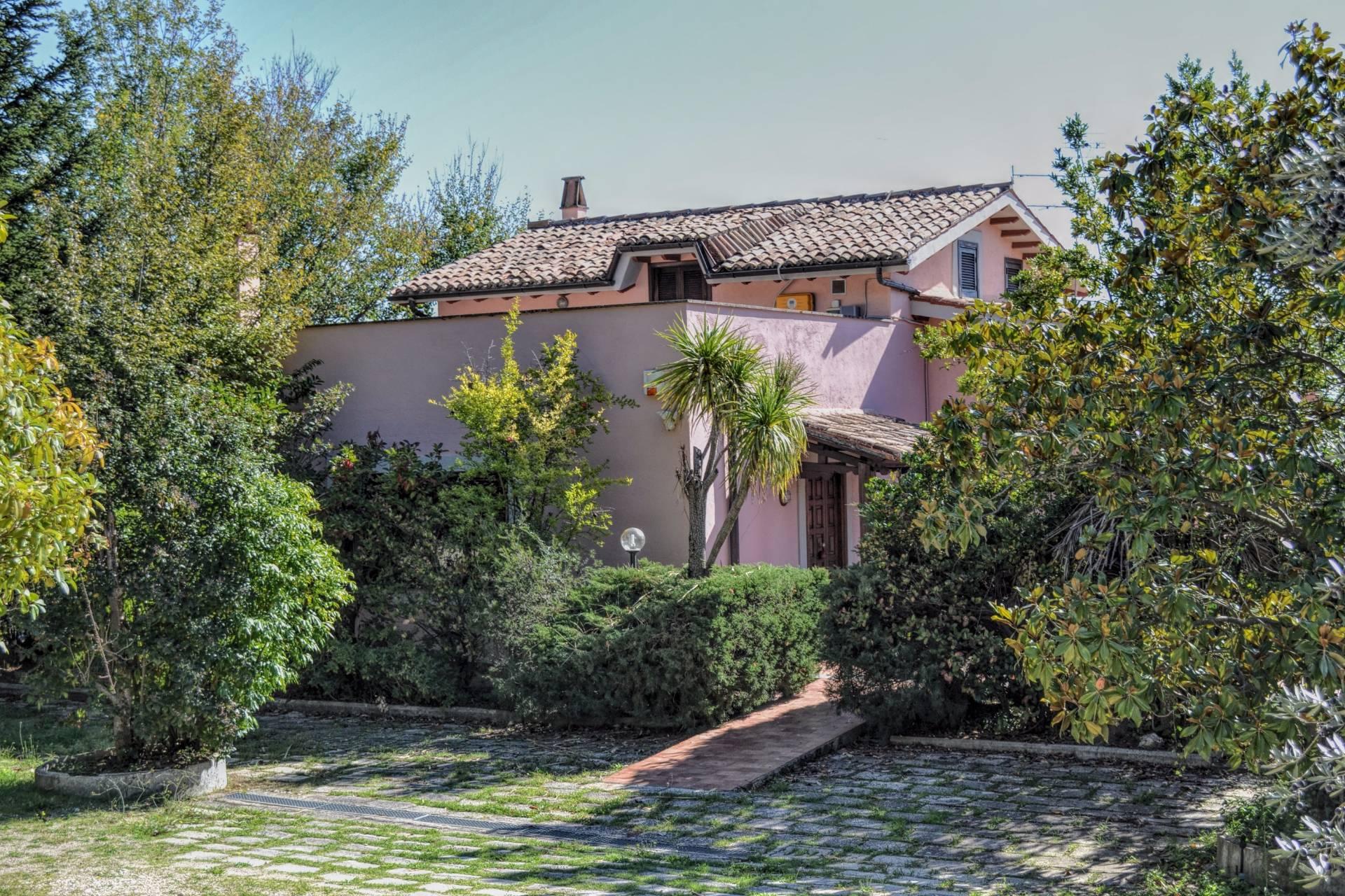 Villa in vendita a Poggio Nativo, 5 locali, prezzo € 410.000 | CambioCasa.it