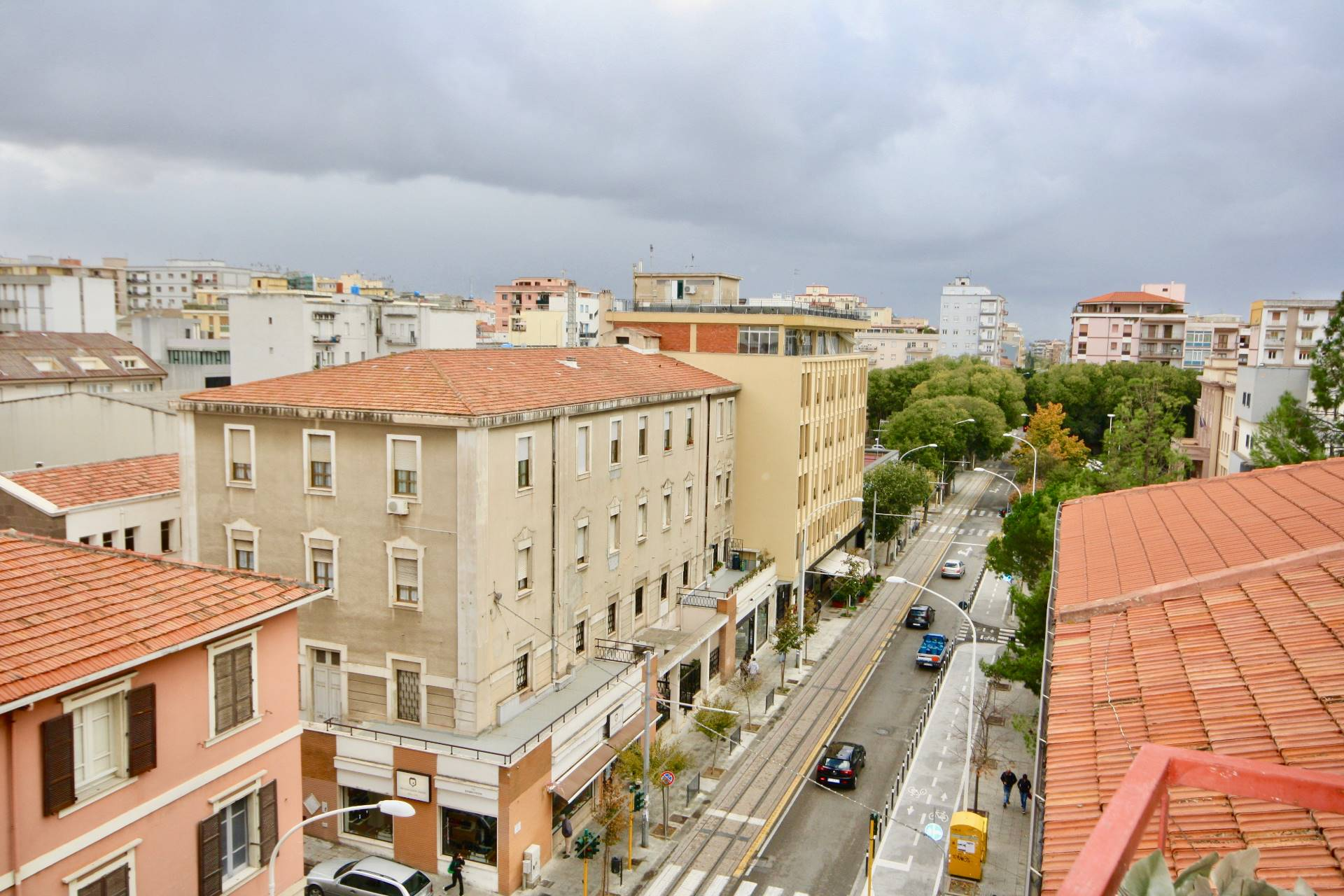 Appartamento in vendita a Sassari, 8 locali, zona Località: V.leItalia, prezzo € 290.000 | CambioCasa.it