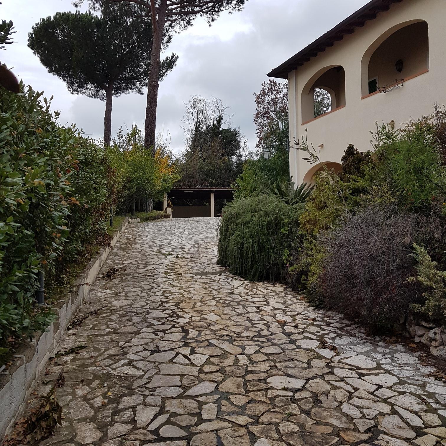 Villa in affitto a Formello, 6 locali, zona Località: LeRughe, prezzo € 2.700 | CambioCasa.it