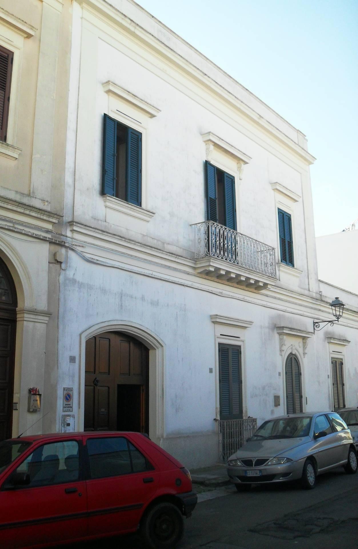Appartamento in vendita a Campi Salentina, 9 locali, prezzo € 144.000 | CambioCasa.it