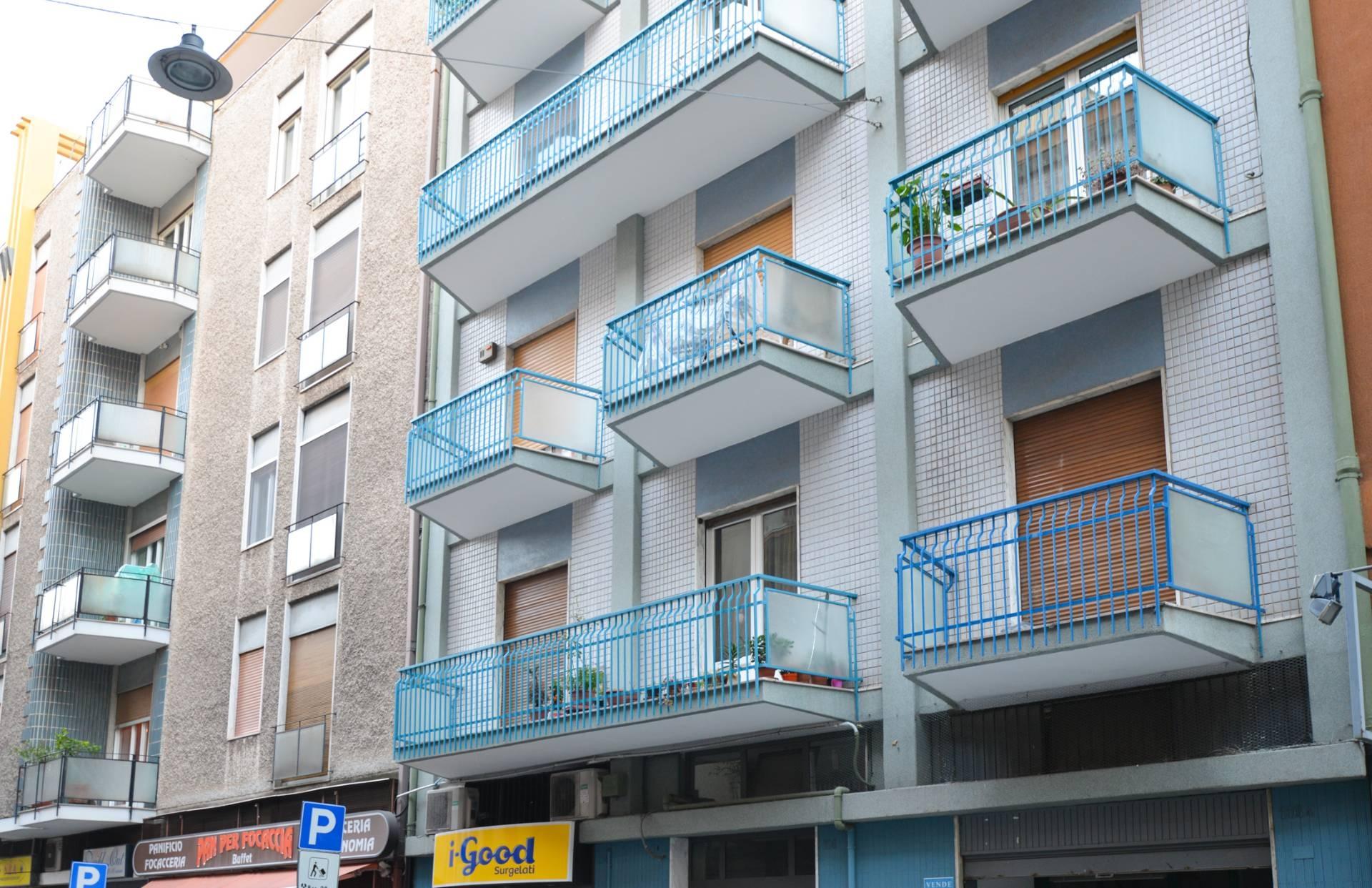 Appartamento in vendita a Bari, 4 locali, zona Zona: Carrassi, prezzo € 150.000   CambioCasa.it