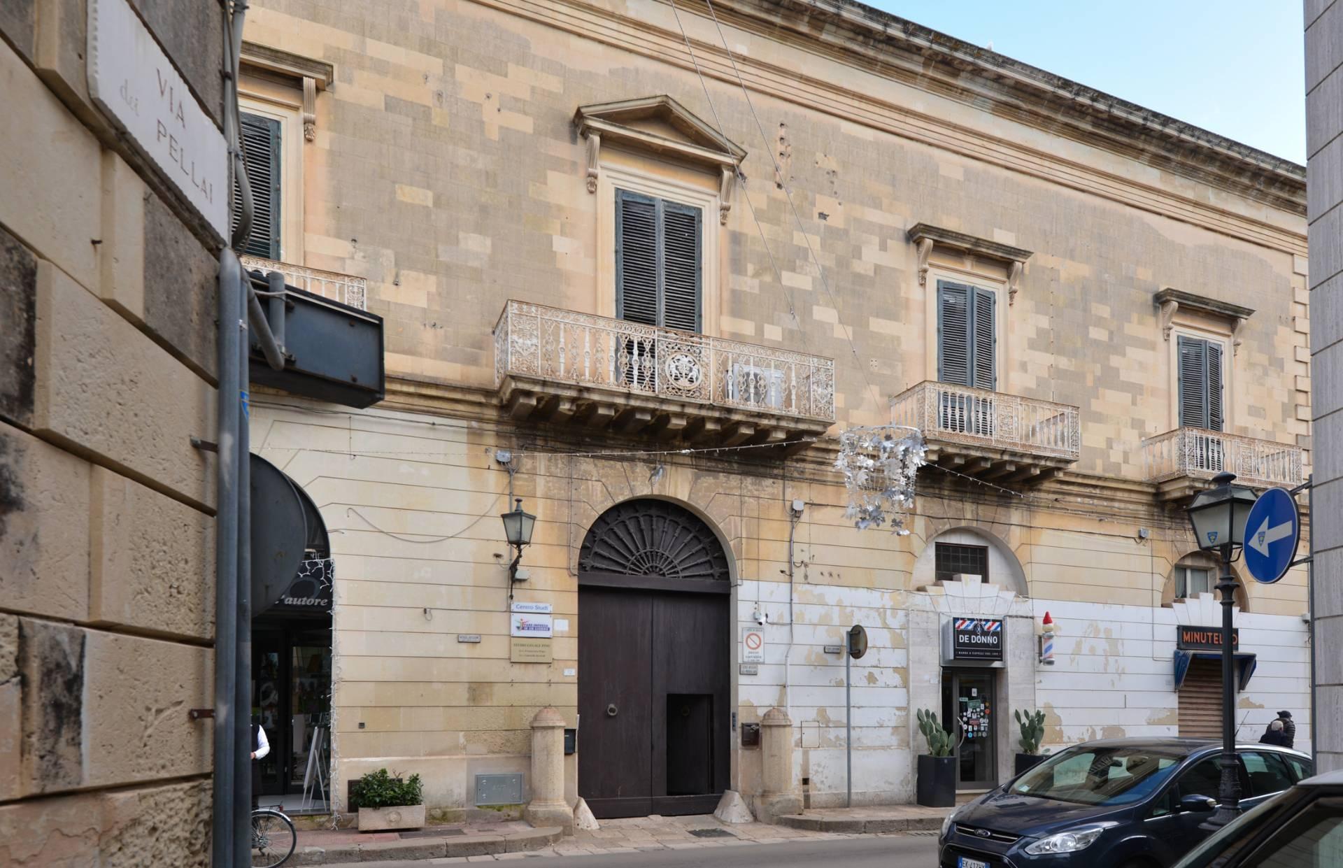 Palazzo / Stabile in vendita a Maglie, 14 locali, prezzo € 600.000 | CambioCasa.it