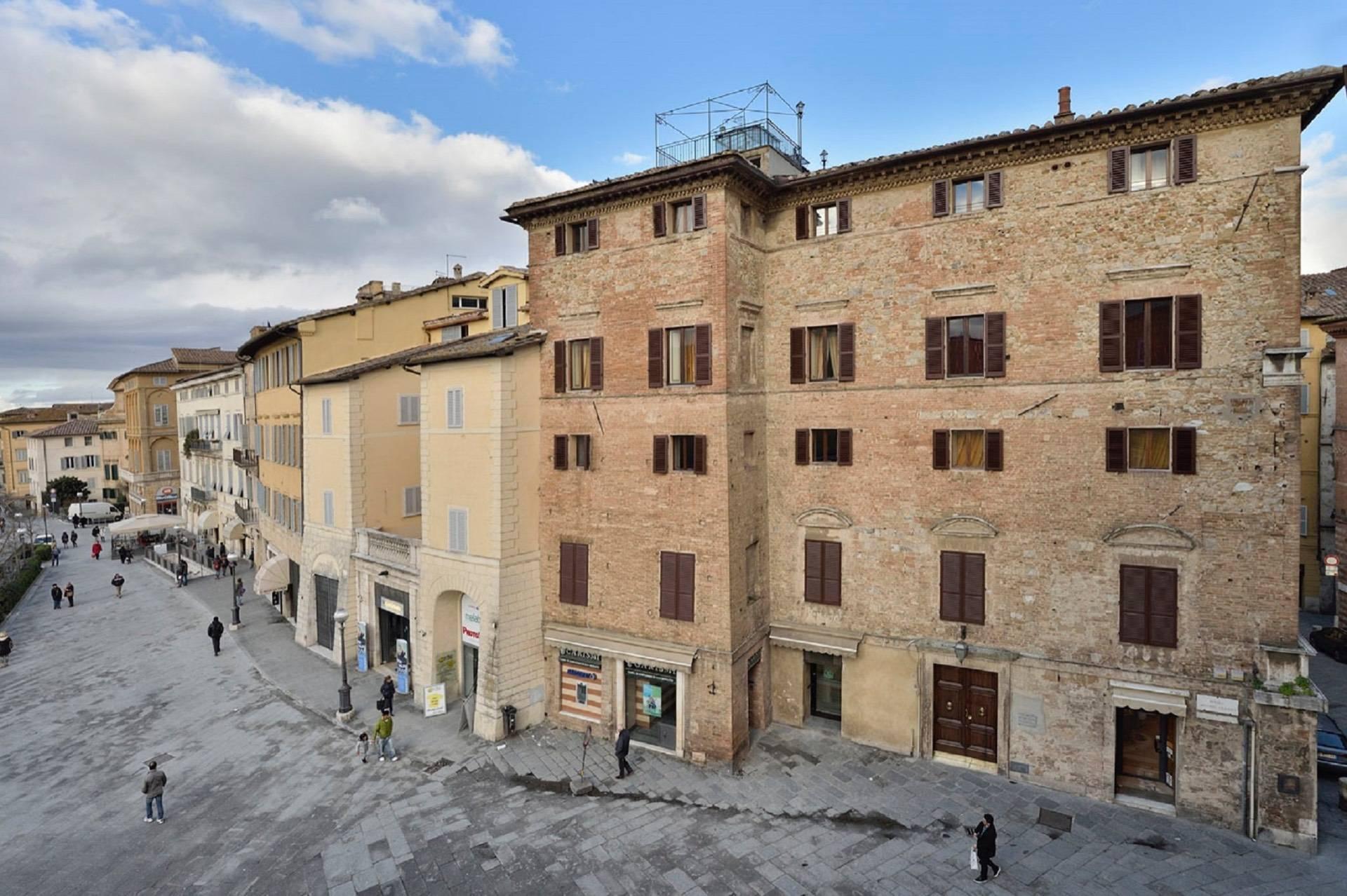 Appartamento in Vendita a Siena: 3 locali, 100 mq - Foto 2