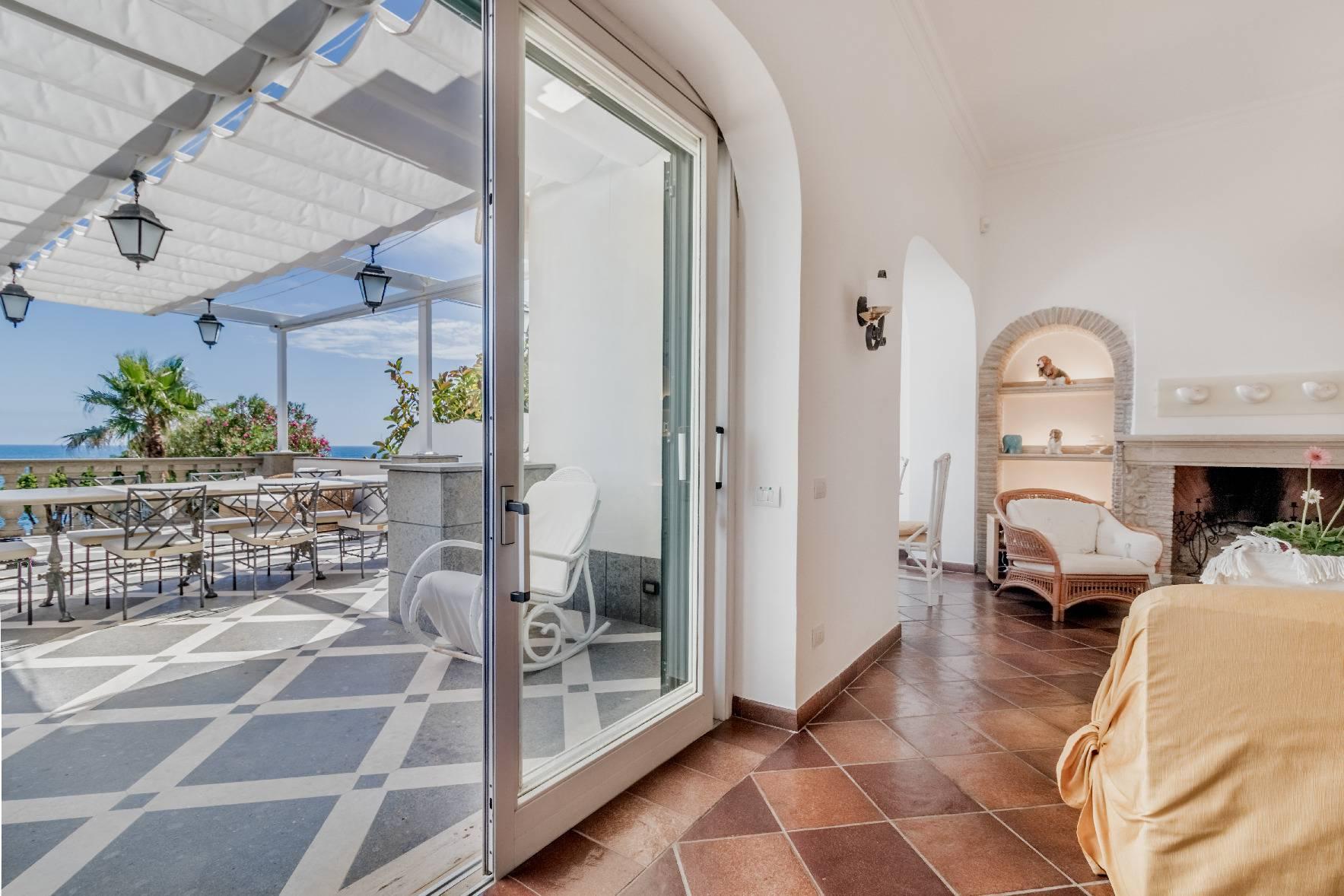Villa in Vendita a Santa Marinella: 5 locali, 350 mq - Foto 2