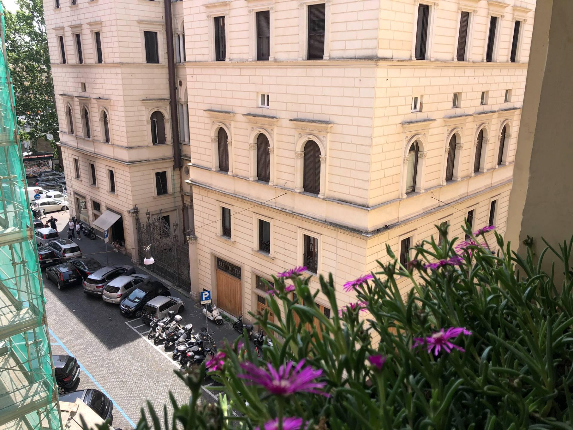 Appartamento in Vendita a Roma via pietro cavallini