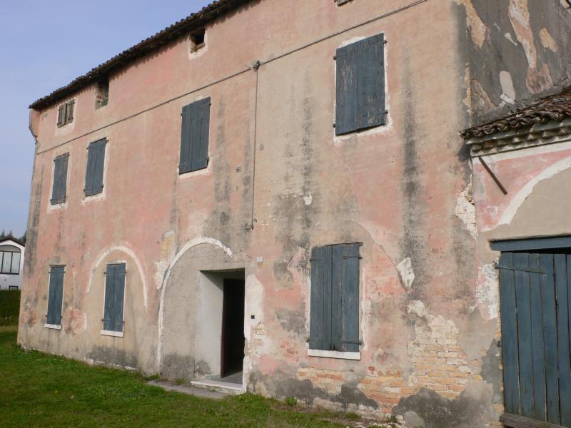 Rustico / Casale in vendita a San Biagio di Callalta, 16 locali, zona Zona: Cavriè, prezzo € 260.000 | CambioCasa.it