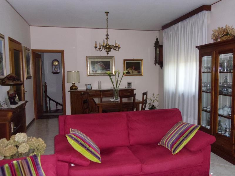 Villa in vendita a Villorba, 10 locali, zona Zona: Castrette, prezzo € 260.000 | CambioCasa.it