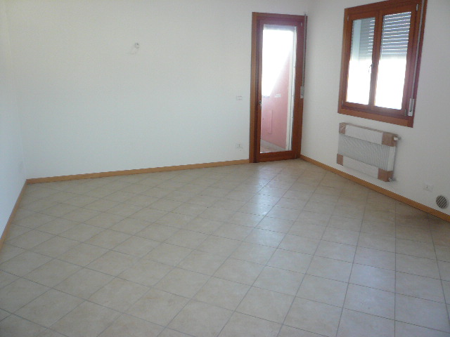 Appartamento in affitto a San Biagio di Callalta, 5 locali, zona Località: Centro, prezzo € 650 | Cambio Casa.it