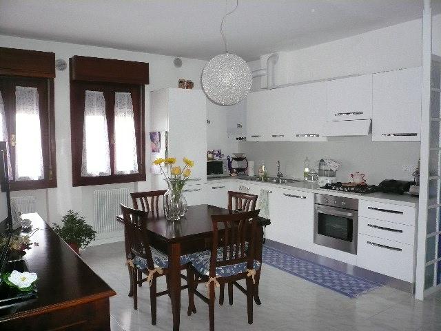Appartamento in vendita a Roncade, 4 locali, zona Zona: Biancade, prezzo € 125.000 | CambioCasa.it