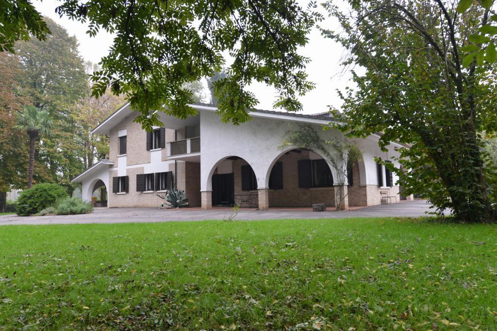 Villa in vendita a Silea, 13 locali, zona Zona: Cendon, prezzo € 600.000 | CambioCasa.it