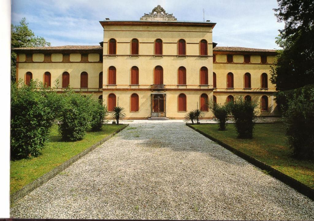 Villa in vendita a Paese, 36 locali, zona Località: Centro, prezzo € 950.000 | Cambio Casa.it