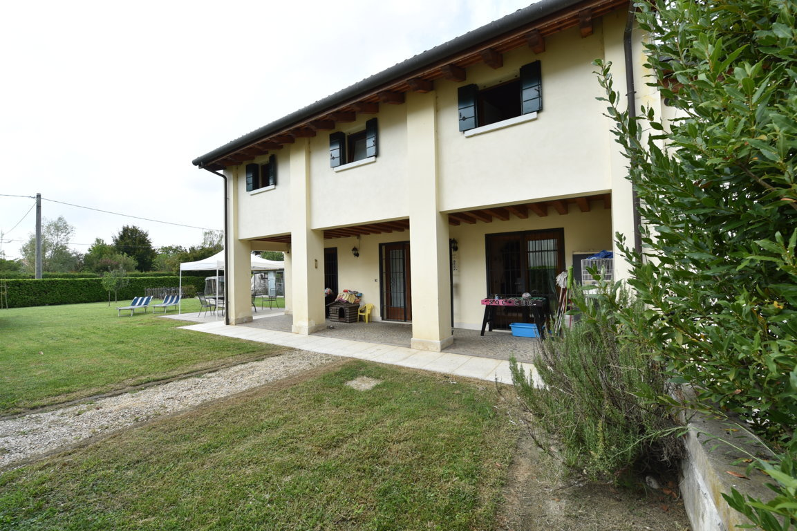 Villa in vendita a Preganziol, 10 locali, zona Località: SetteComuni, prezzo € 270.000 | CambioCasa.it