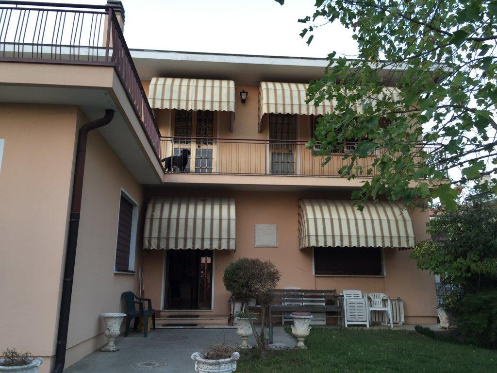 Villa in vendita a Povegliano, 15 locali, zona Località: S.andrà, prezzo € 175.000 | CambioCasa.it