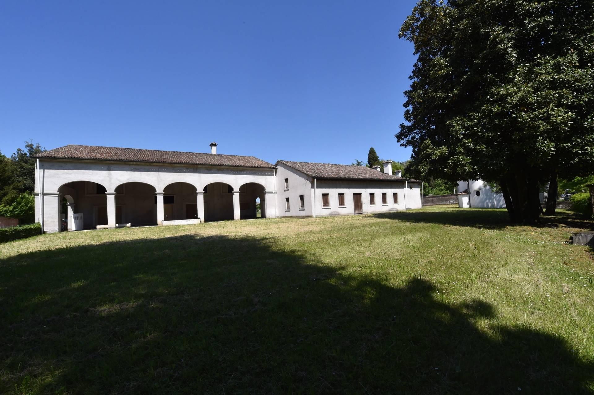 Rustico / Casale in vendita a Treviso, 31 locali, zona Località: Fiera, prezzo € 950.000 | CambioCasa.it