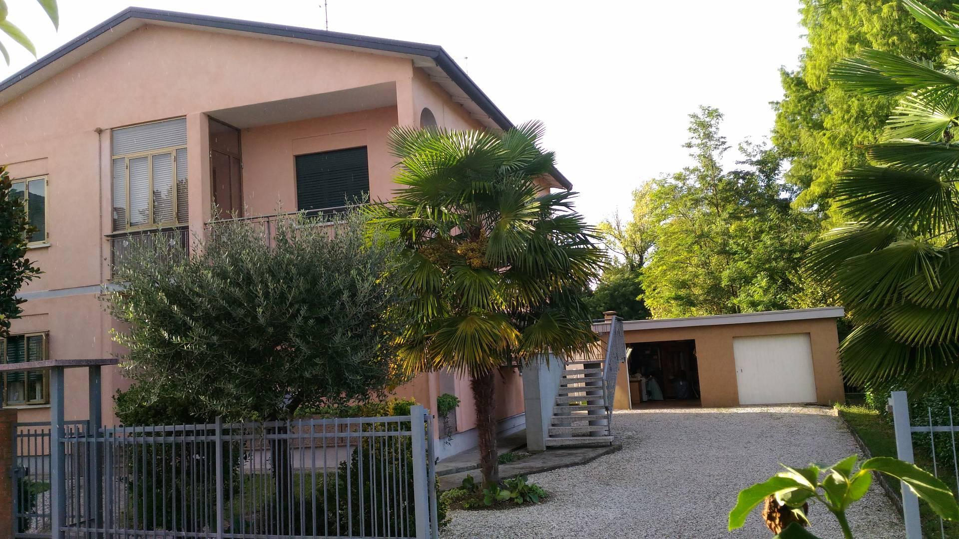 Appartamento in vendita a Carbonera, 5 locali, zona Località: Centro, prezzo € 130.000 | Cambio Casa.it
