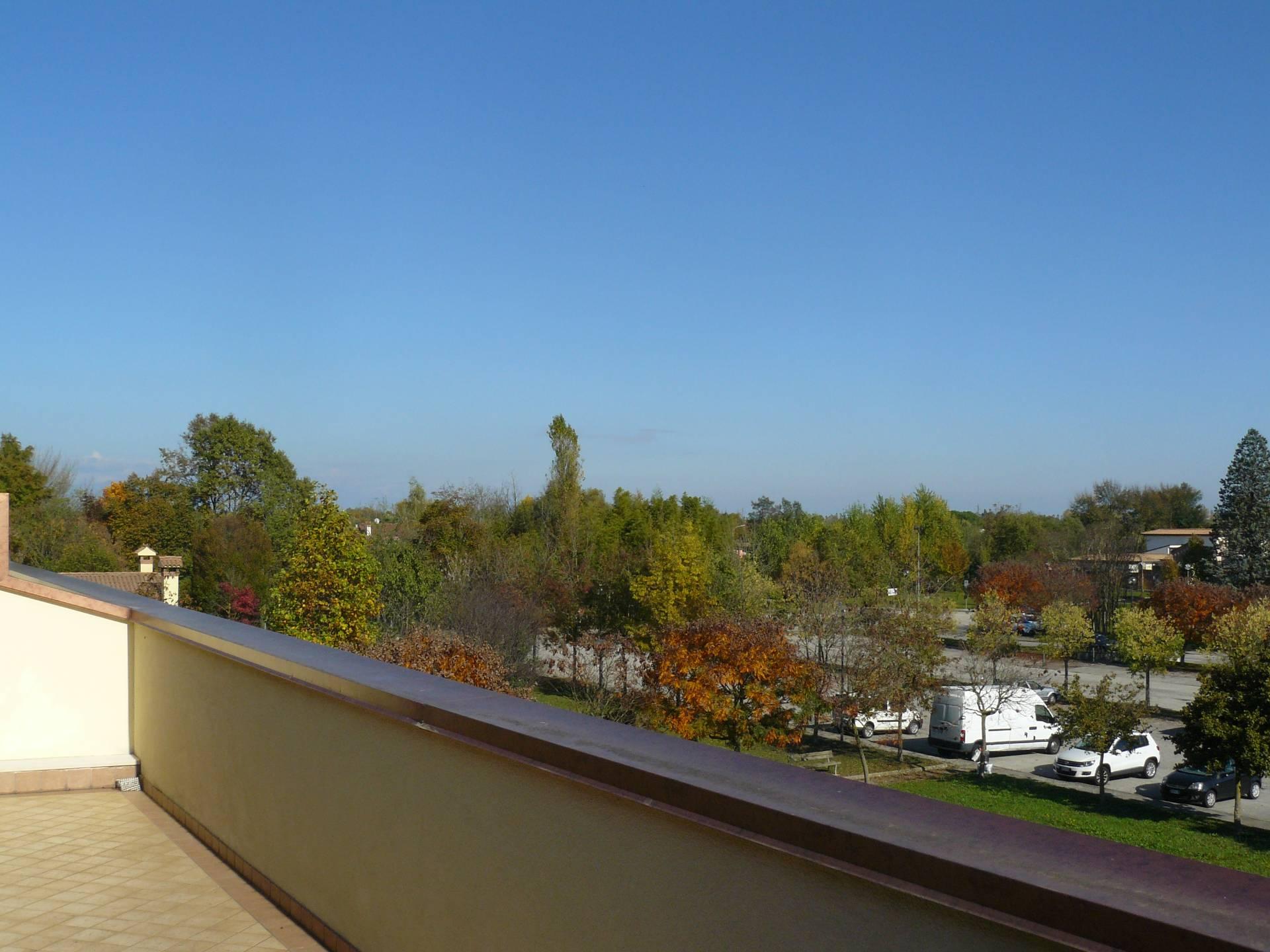 Appartamento in vendita a Silea, 8 locali, prezzo € 214.000   CambioCasa.it