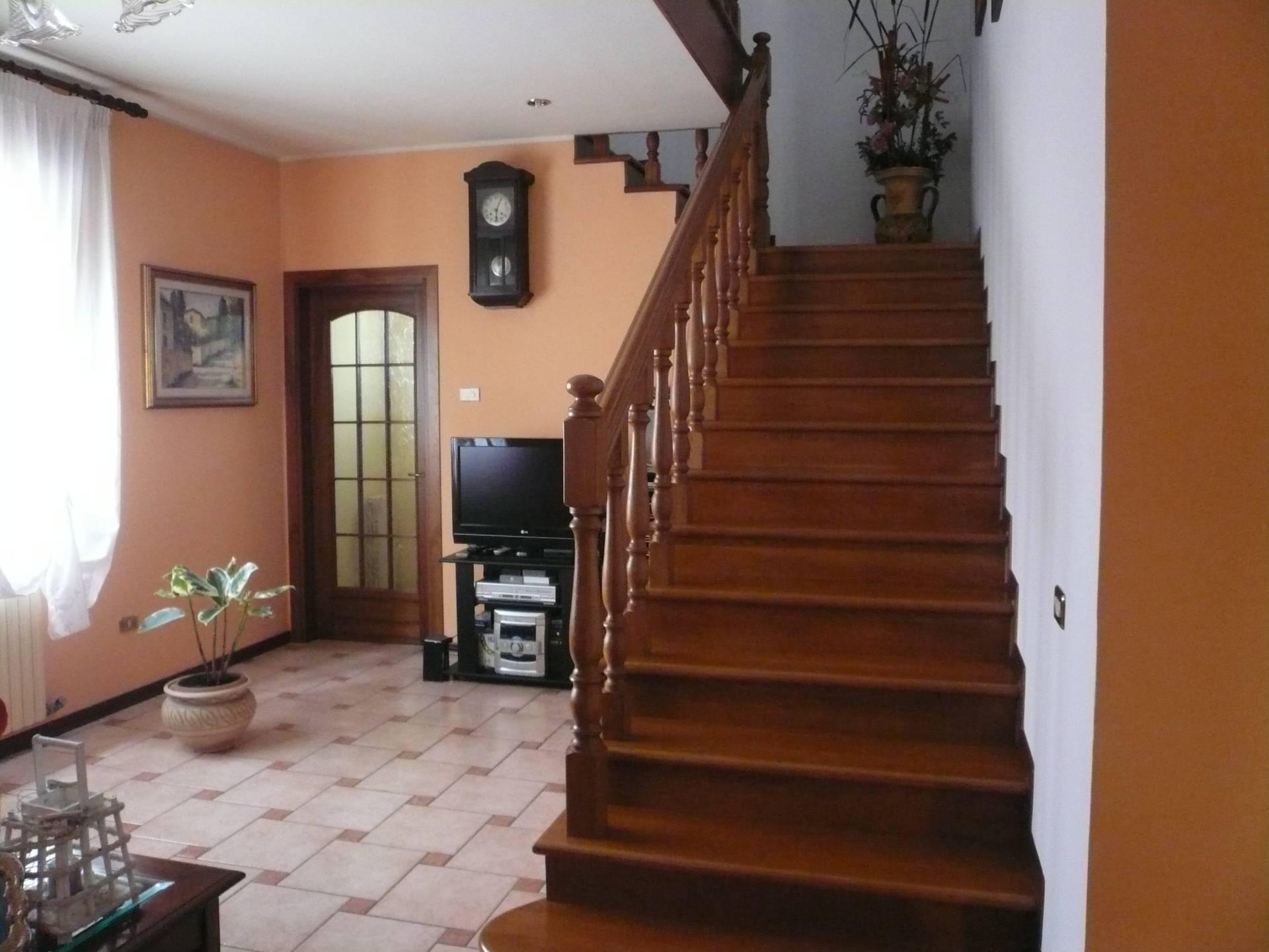 Villa in vendita a Meolo, 10 locali, zona Località: LossondellaBattaglia, prezzo € 280.000 | Cambio Casa.it