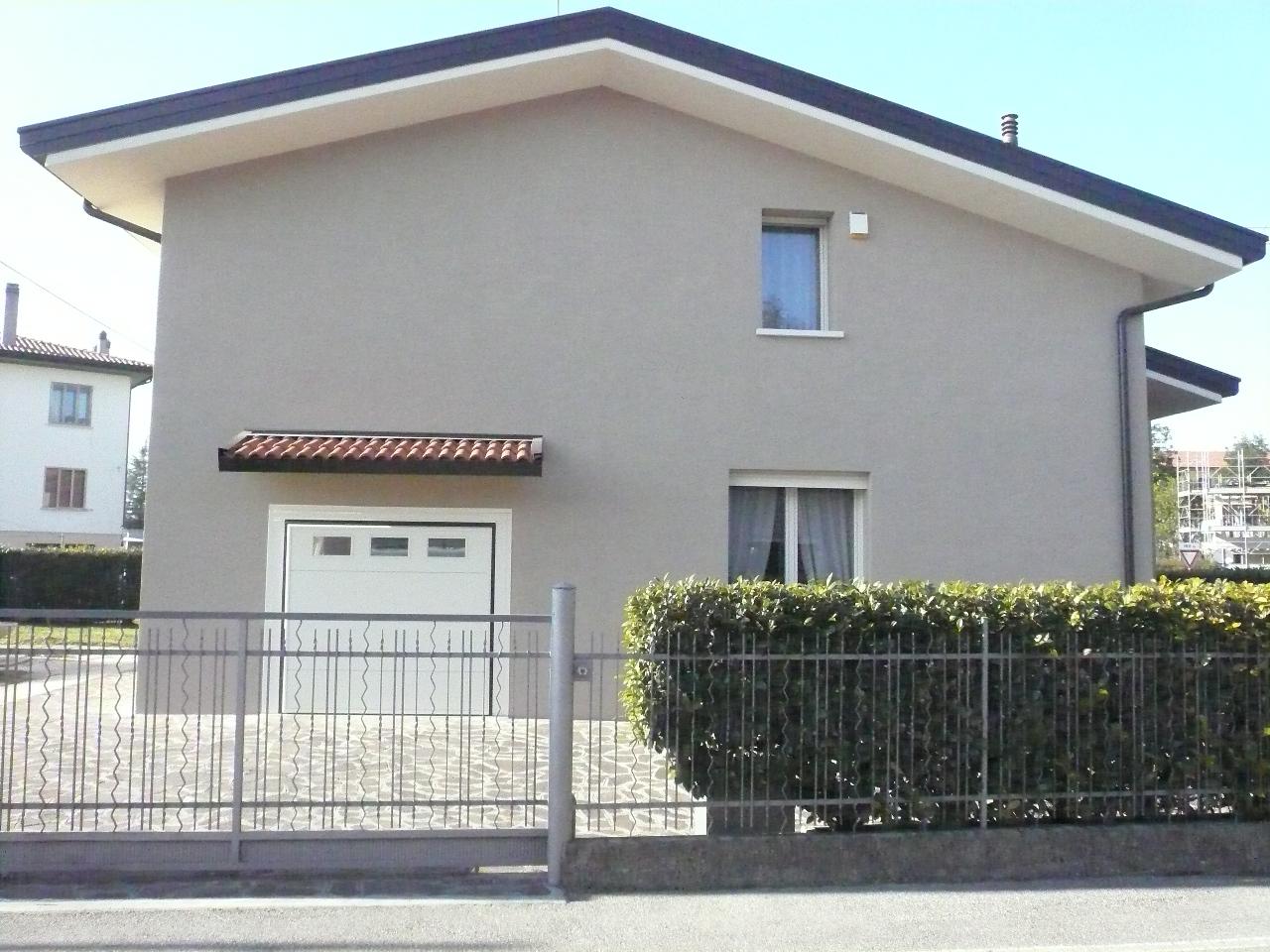 Villa in vendita a Silea, 10 locali, zona Zona: Lanzago, prezzo € 280.000 | CambioCasa.it