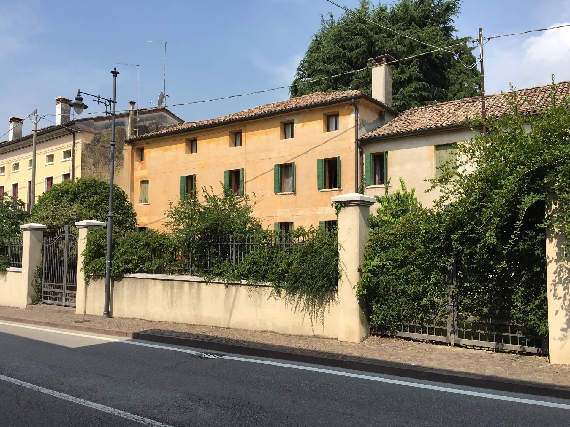 Rustico / Casale in vendita a Pederobba, 20 locali, prezzo € 188.000 | CambioCasa.it
