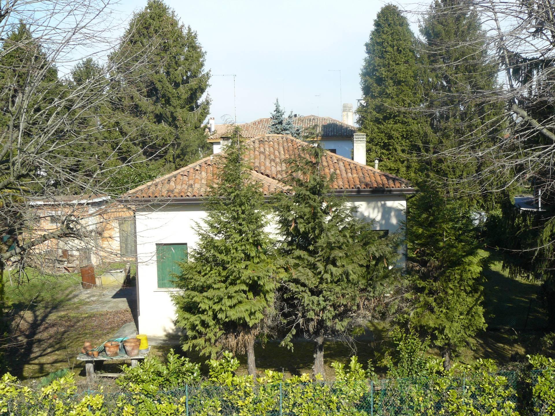 Villa in vendita a Silea, 7 locali, prezzo € 149.000 | CambioCasa.it