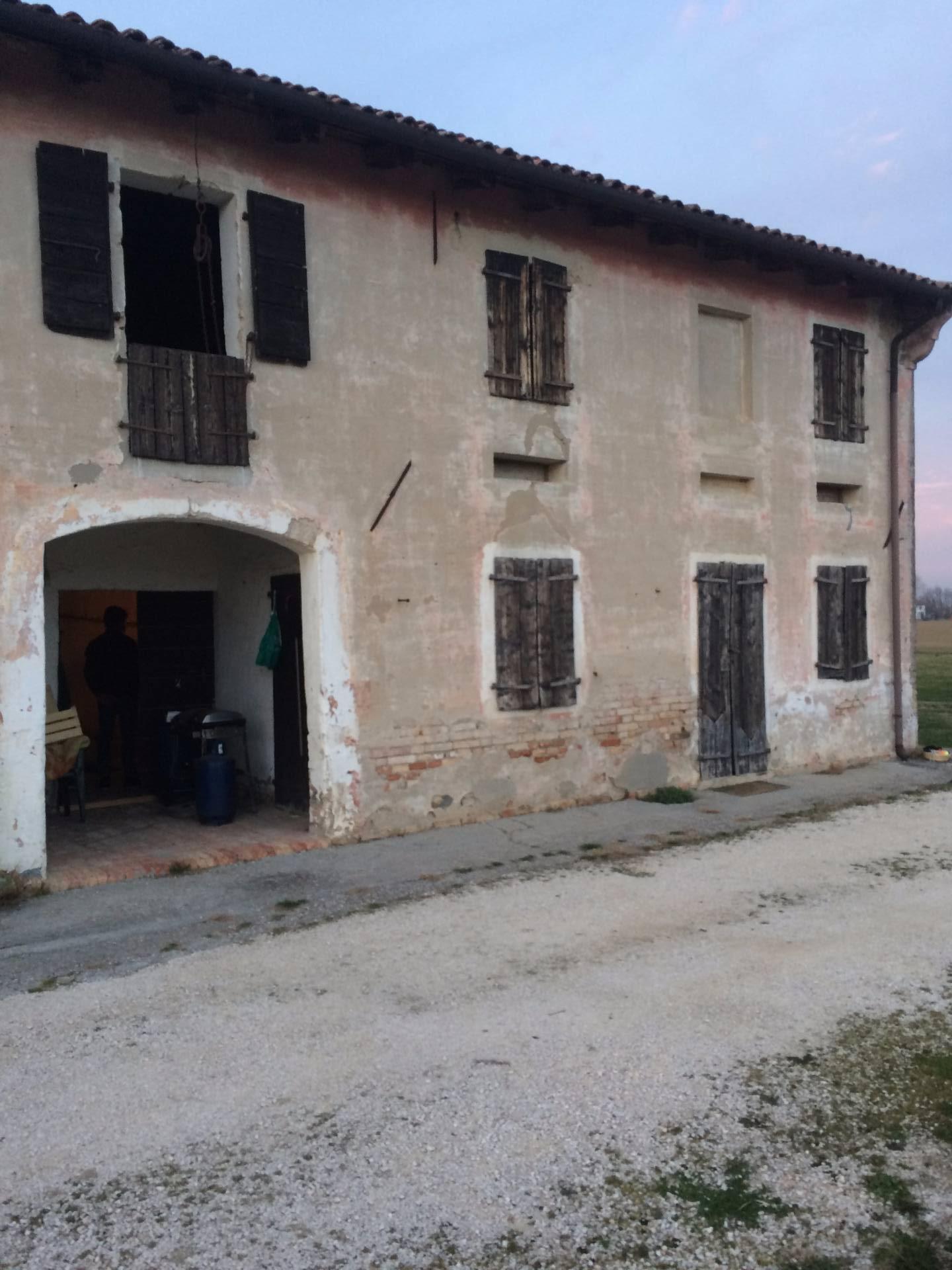 Rustico / Casale in vendita a Roncade, 1 locali, zona Zona: Biancade, prezzo € 300.000   CambioCasa.it