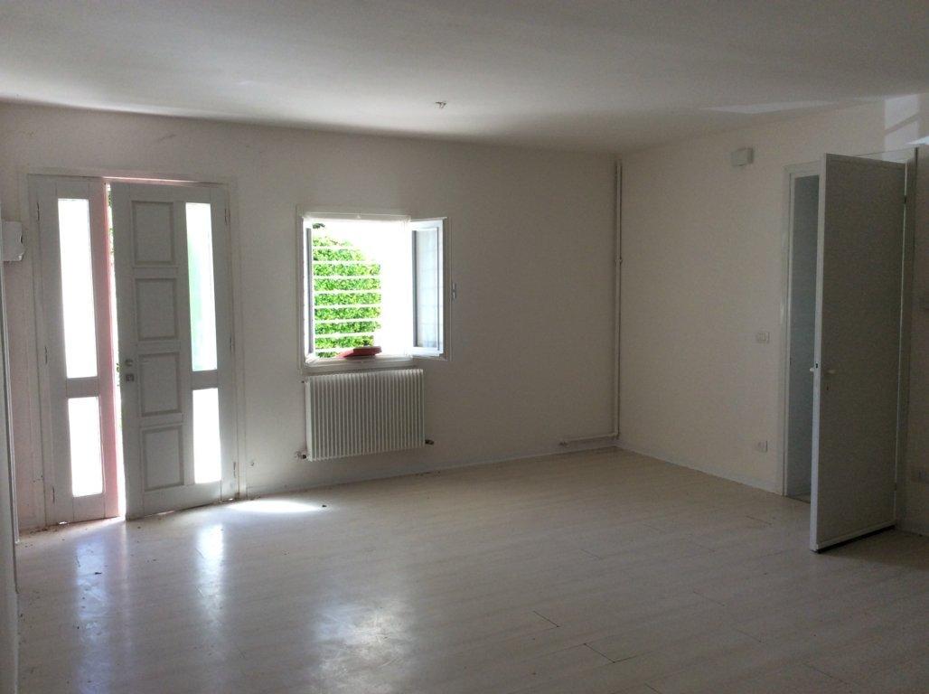 Appartamento in vendita a Nervesa della Battaglia, 6 locali, prezzo € 90.000 | CambioCasa.it