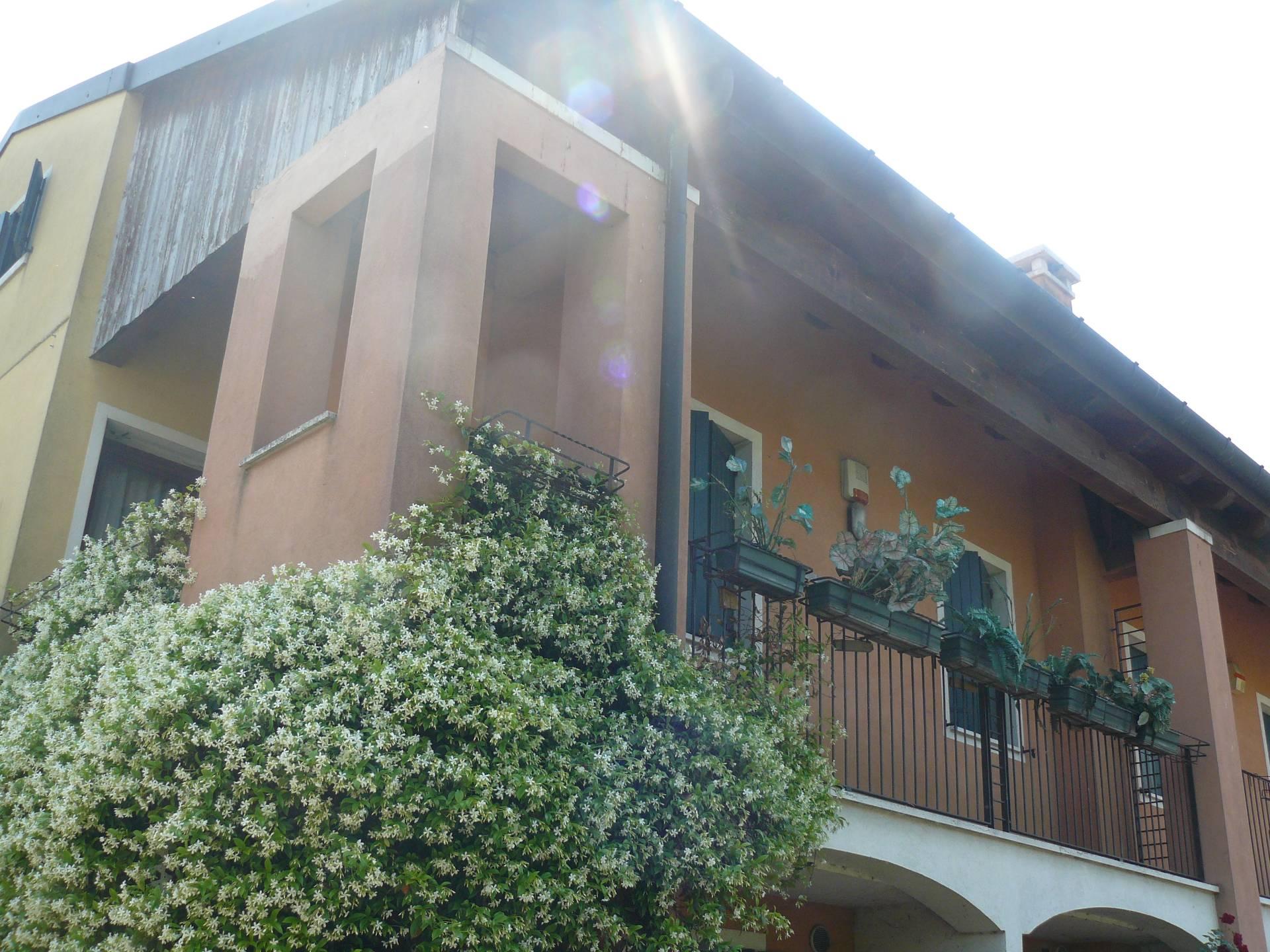 Villa in vendita a Silea, 10 locali, zona Località: Centro, prezzo € 259.000 | CambioCasa.it
