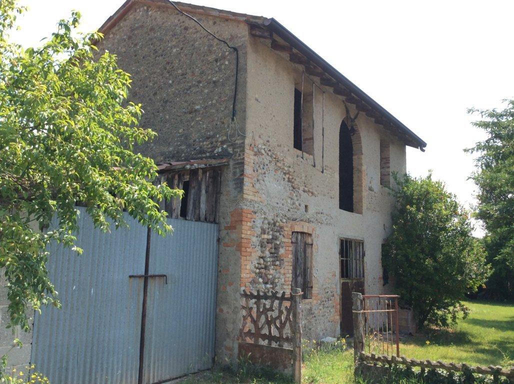 Rustico / Casale in vendita a Ponzano Veneto, 10 locali, zona Località: Paderno, prezzo € 120.000 | CambioCasa.it