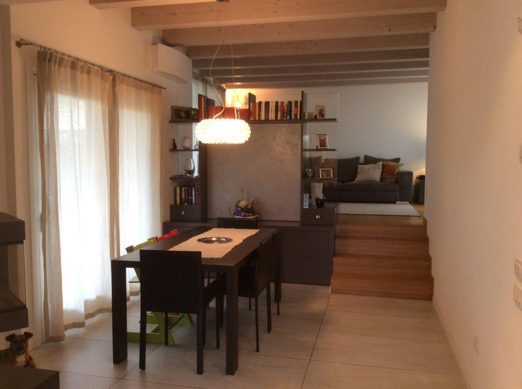 Villa Bifamiliare in affitto a Ponzano Veneto, 11 locali, zona Zona: Ponzano, prezzo € 1.200   CambioCasa.it