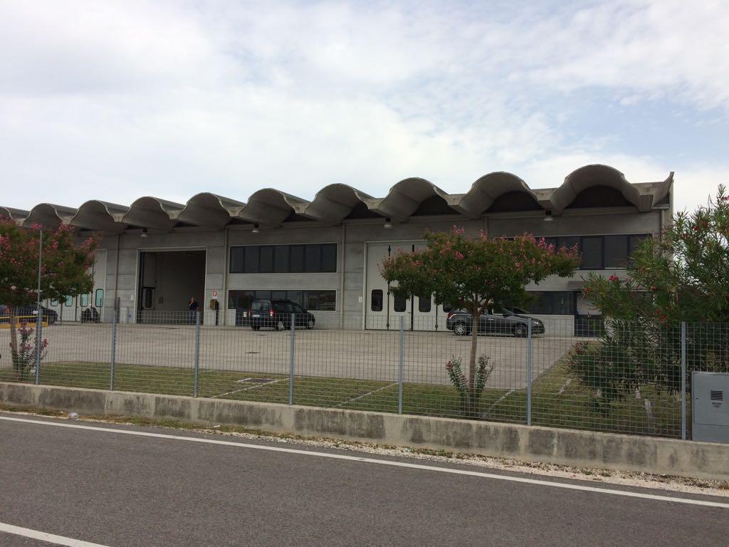 Negozio / Locale in affitto a Treviso, 9999 locali, zona Località: VialedellaRepubblica, prezzo € 4.000 | CambioCasa.it