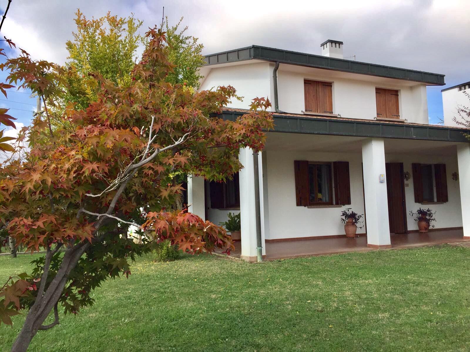 Villa in vendita a Silea, 16 locali, zona Località: S.Elena, prezzo € 320.000 | CambioCasa.it