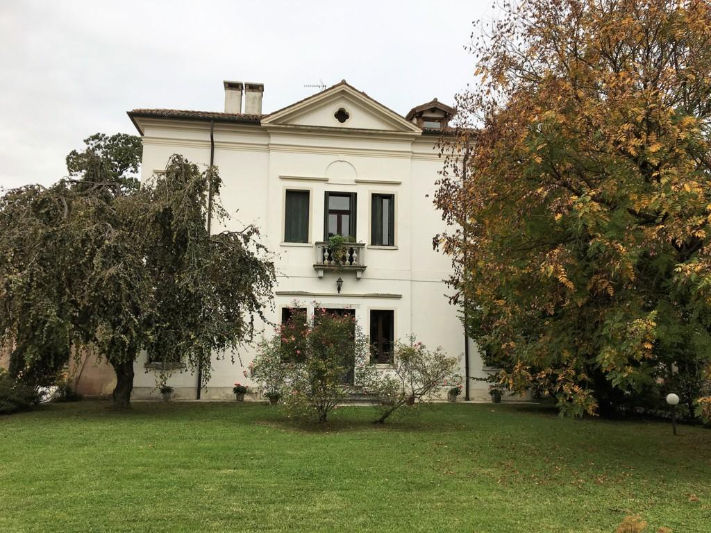 Rustico / Casale in vendita a Villorba, 9 locali, zona Zona: Lancenigo, prezzo € 280.000 | CambioCasa.it
