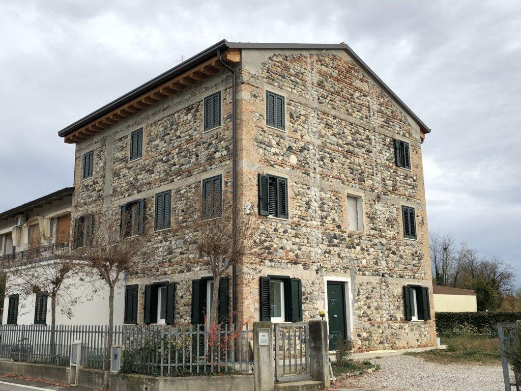 Rustico / Casale in vendita a Nervesa della Battaglia, 15 locali, prezzo € 329.000 | CambioCasa.it