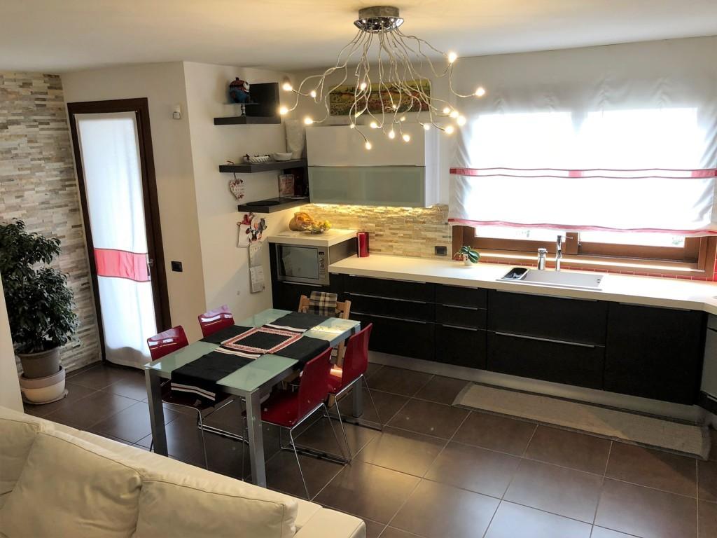 Appartamento in vendita a Spresiano, 7 locali, zona Località: Centro, prezzo € 168.000 | CambioCasa.it